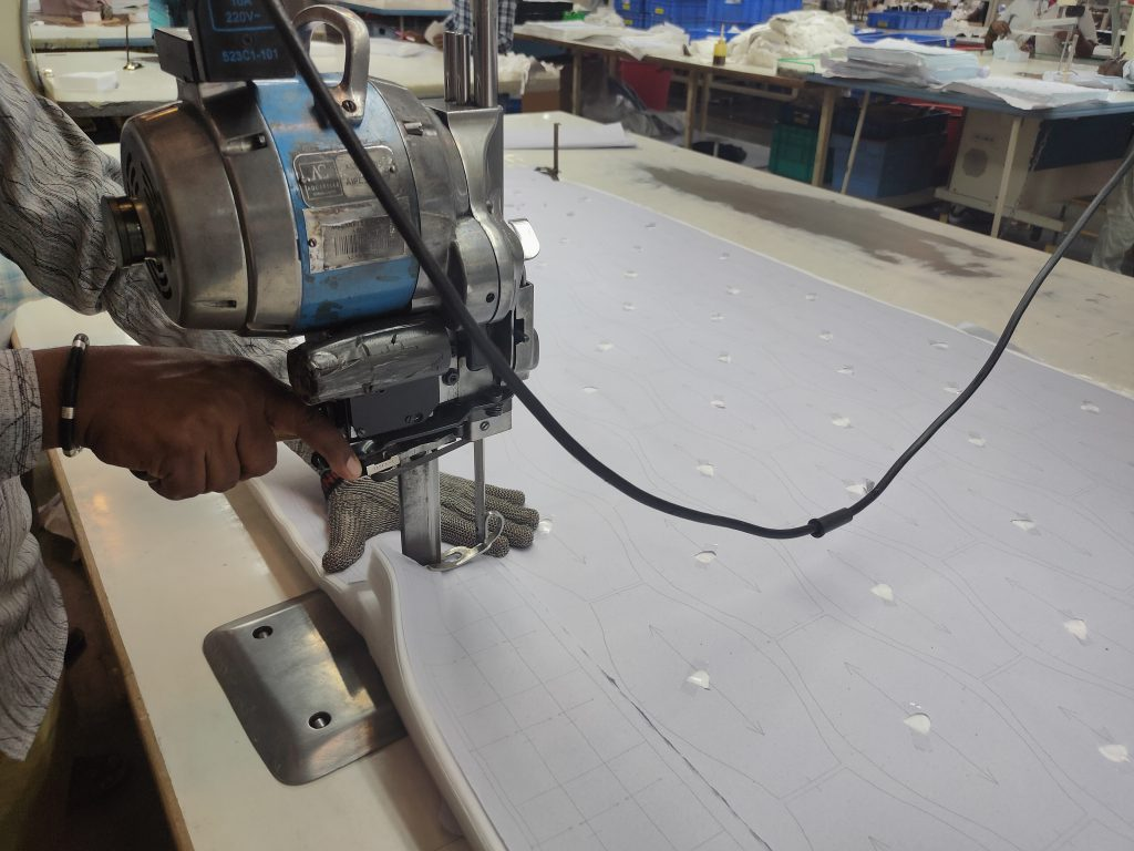 Industrial fabric cutting using Straight knife